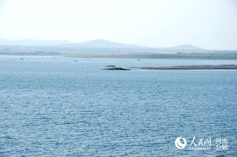 5日,采访团队来到位于方城县杨楼乡和叶县保安镇境内的燕山水库,眼前