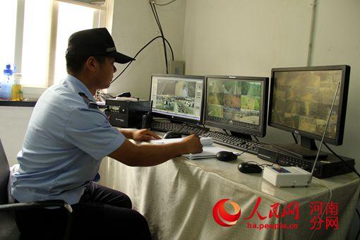 郑州大学土木工程系毕业的陈昌盛为辖区装备的监控,大大加强了对