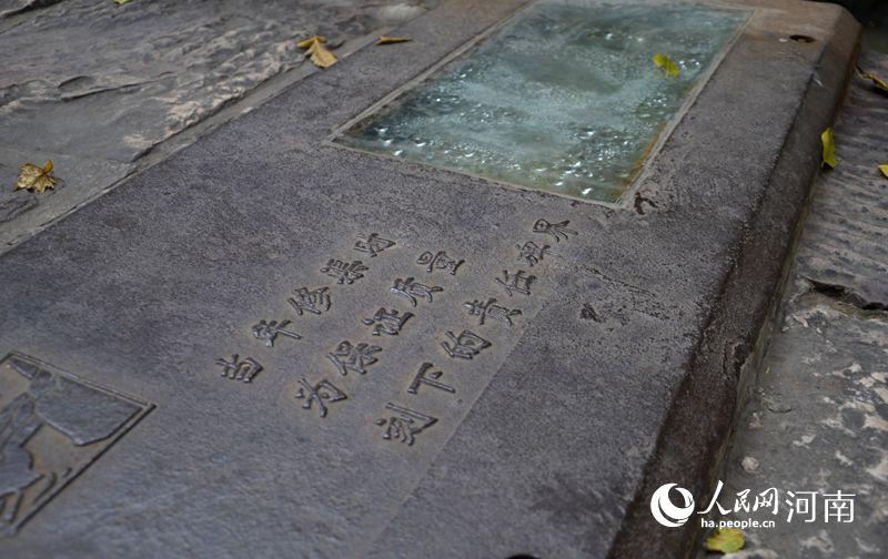 在红旗渠渠堤上,每隔一段,就有有一块责任碑界,留下责任人的姓名.