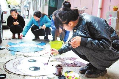 郑州:卡通画上了窨井盖